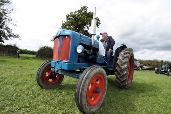 Sioe Llandysul 2017 - blue and red tractor